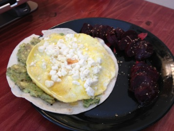 Omelete with avocado, feta and beets