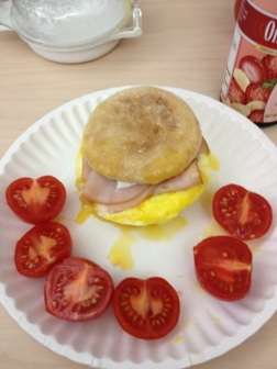 Egg muffin and tomatoes