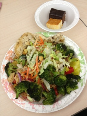 Leftover saladbar, with broccoli and chicken tenders